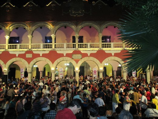 The weekly locals street party, Merida