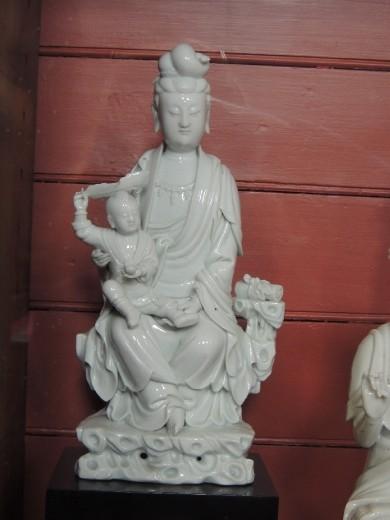 Kuan Yin w. child