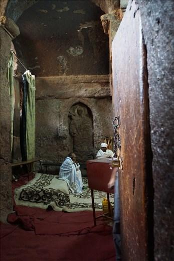 priests inside Golgotha
