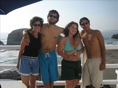 me, fernando (friend of Daniel´s, Jon´s roomate in Boulder), shira, alfonso (his place)... hooking us up in lima!
