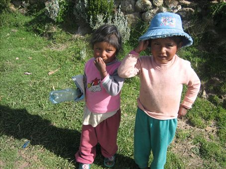 kids I met on the isla del sol, near the ¨town¨of Challa
