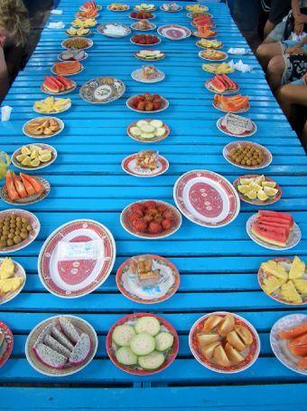 Festa das frutas no barco
