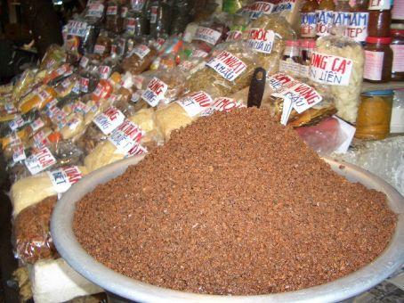 Pasta de camarão com carne no mercado