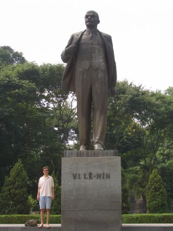 País comunista que se preze tem que ter uma estátua do Lênin.
