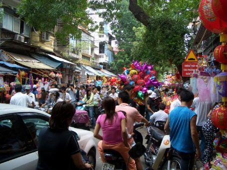 Um cruzamento normal em Hanoi...