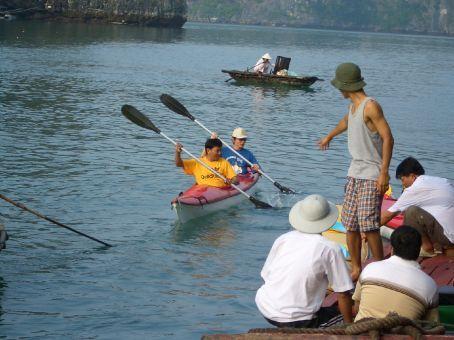 Em sincronia com o nepalês maluco para remar pela baía