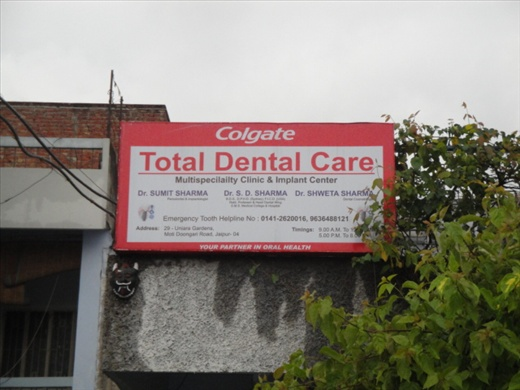Sign for the dentist in Jaipur!  (photo: Cheryl Weber)