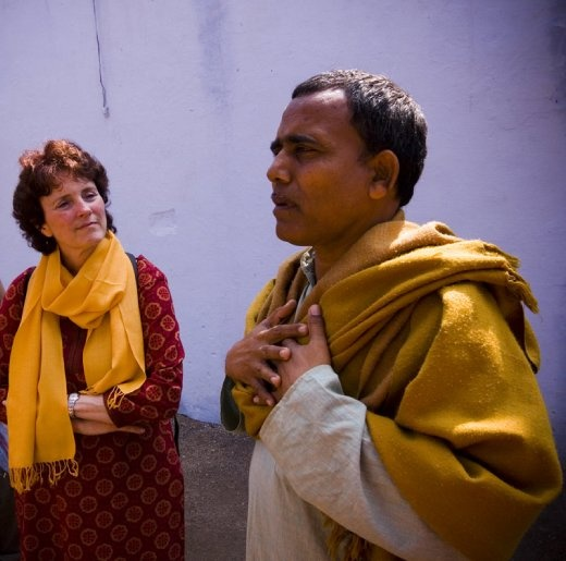 Lisa listens to Ram Nivas as he shares his personal story. barefoot College, Rajasthan