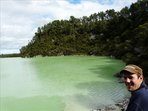 The green lake at Wai-o-Tapu