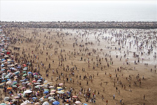 It was first days of August when we reached Morocco with the car from Portugal. A week left until Ramadan - a special month of the year for all the  the Muslims in the world, a time for devotion to God and self-control.   Last days until Ramadan - hundreds of families spend time together in the beach in Casablanca's surroundings.