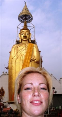 This is what happens when you travel alone...really stupid photos of you with landmarks.