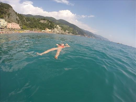 Float on (in Cinque Terre)