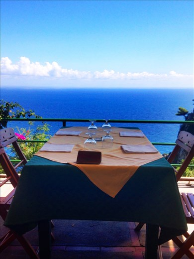 A beautiful lunch on the island of Capri