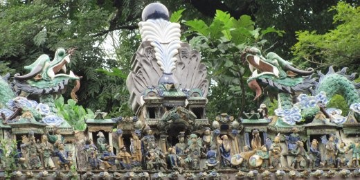 More of those extraordinary sculptures on the temple roof.