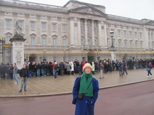 Karen in front of the feature-less Buckingham Palace