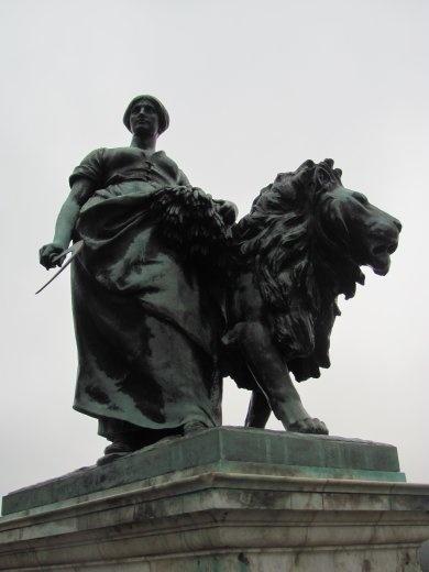 'The Gift of New Zealand' statue outside Buckingham Palace