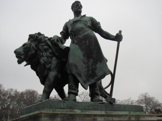 The other 'Gift of New Zealand' statue outside Buckingham Palace.