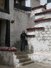 Hanging out at Sera Monastary....a very cool place, with crimson robed monks wandering around, whitewashed walls, and a general sense of peacefulness.: by lolo, Views[534]