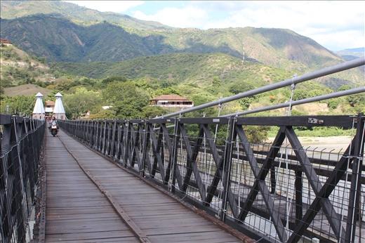 Puente de Occidente: considerado monumento nacional, este puente colgante tiene 291 metros de longitud y tomó ocho años en ser construido por el ingeniero José María Villa. Hoy es considerado uno de los principales centros turísticos del municipio.