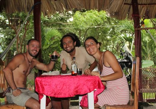 Con Damián compañero motociclista argentino en Isla de Ometepe. Con Gustavo ya se habían cruzado en el camino en Venezuela cuando él iba de bajada en su viaje