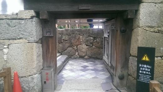 Gate for hobbits