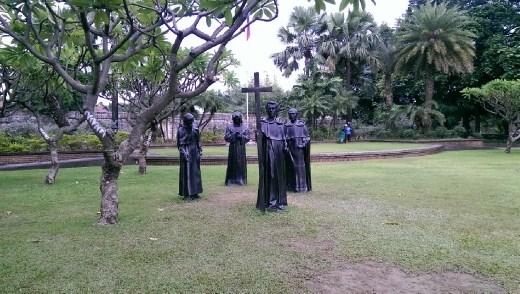 Fort Santiago - Statues in gardens