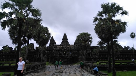 A side temple in Angkor Wat
