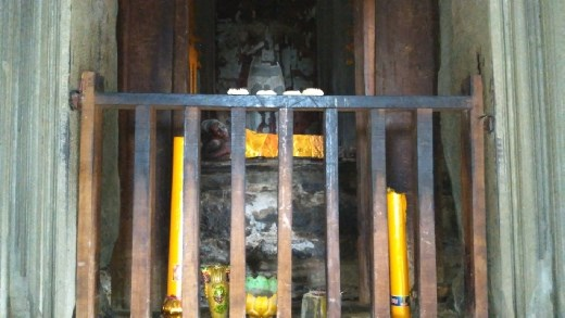 The upper level of Angkor Wat - A sleeping Buddha