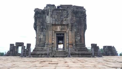 Main temple at Phnom Bakheng