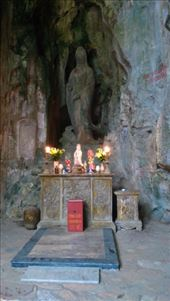 Goddess of Mercy inside Huyen Khong Cave : by macedonboy, Views[122]