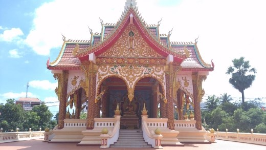 Pavilion in grounds of Wat That Foon