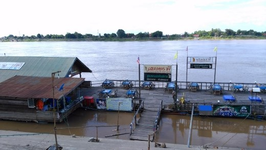 Floating restaurant near Wat Mi Chai Thung