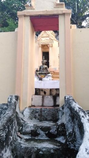 Phra Pathom Chedi School - Random statue