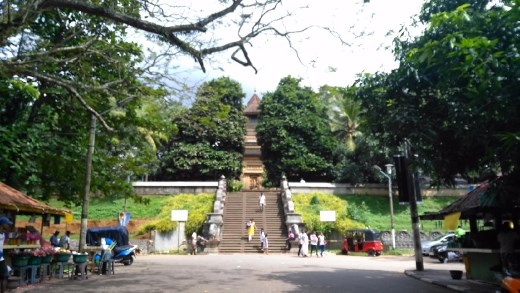 Entrance to Kelaniya Raja Maha Vihara