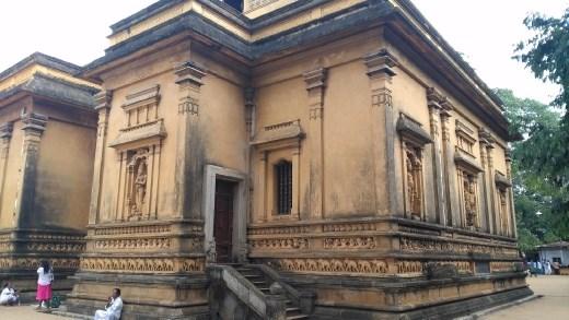 Main temple at Kelaniya Raja Maha Vihara