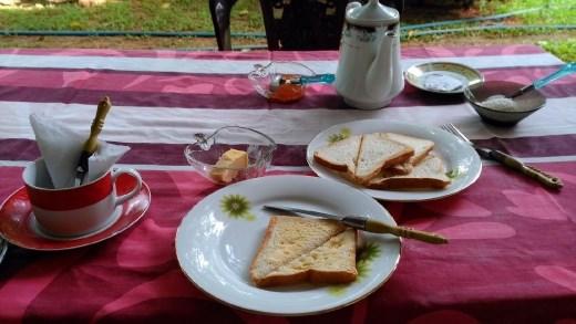 Thisara Guest House - Garden breakfast