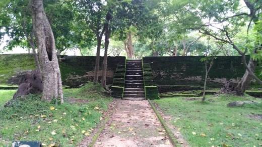 Entrance of Manik Vehera