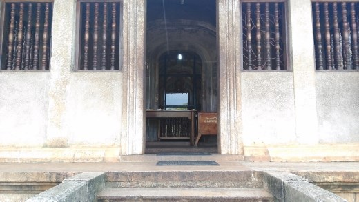 Isurumuniya temple front view