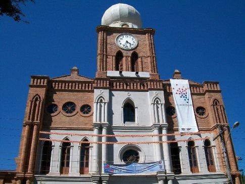 Fachada da igreja de São Francisco, patrimônio histórico da cidade, atualmente em reforma.