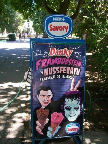 Achei engraçadinho. :) Aqui, o sorvete é parte da alimentação diária, faça calor ou faça frio.