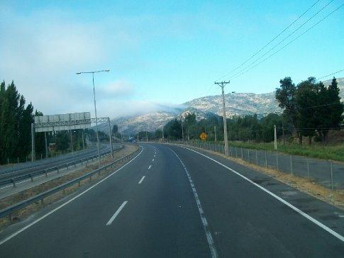 Primeira viagem (10-02): Curicó. Na foto, a Ruta 5, estrada que corta o Chile praticamente todo.