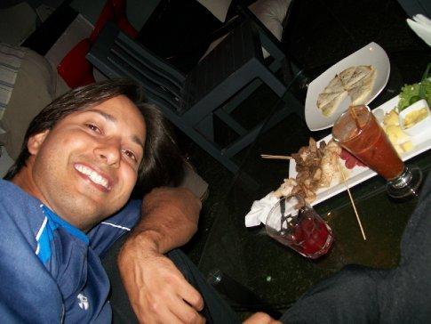 Meu amor, na nossa primeira saída noturna! Jogo Cruzeiro x Vélez Sarsfield, que foi transmitido no bar Origen.