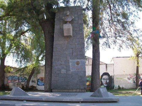 Como esta região teve batalhas memoráveis da guerra da independência chilena, há muitos monumentos espalhados pelas cidades de Santa Cruz, San Fernando e Rancagua.