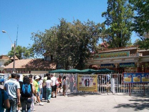 Tanto a fila quanto a entrada foram razoáveis: 7500 pesos - equivalente a 30 reais.