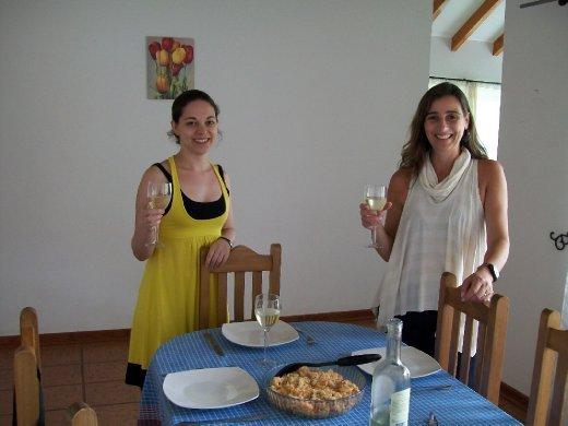 Giovanna, Carla, o risoto de camarão da quarta-feira de cinzas e o sauvignon blanc. :) Confesso, foi só pra matar o Ni de inveja que tirei a foto, hahaha