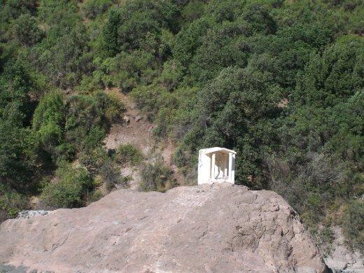 Uma animita no meio da pedra, para os mortos no acidente dos Andes retratado no filme