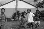 Corren, juegan, sonríen. Malapascua: by manuel, Views[480]
