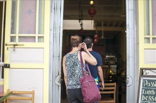 Pareja en Love Lane. Georgetown. Malasia