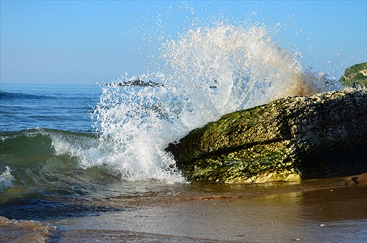breaking waves - Whitepark Bay (Northern Ireland)