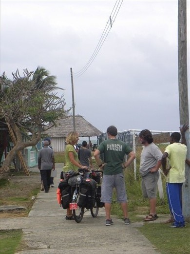 discussing the situation in Puerto Obaldia with some other Gringos.